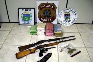 Foram apreendidos cerca de 15 quilos de cocaína e armas de fogo - Crédito: Foto: Divulgação/PF