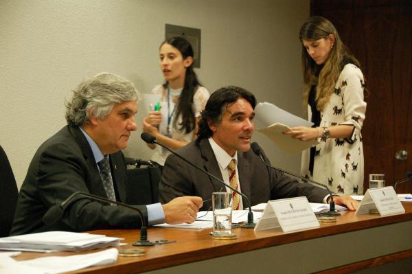 Delcídio Amaral na reunião na Comissão de Assuntos Econômicos do Senado - Crédito: Foto: Divulgação