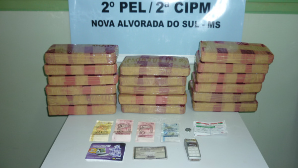 Com o adolescente paraguaio estavam 20 kg de maconha - Crédito: Foto: Divulgação