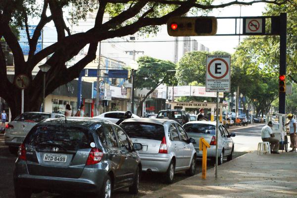 Semáforos ligados 24 horas pode aumentar criminalidade; polícia recomenda bom senso - Crédito: Foto:  Hedio Fazan/PROGRESSO