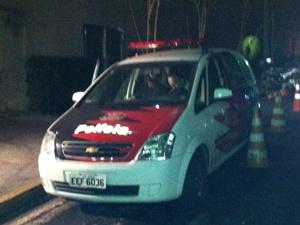 Carro da polícia chega ao hospital com alvará de soltura para empresário  - Crédito: Foto: Paulo Toledo Piza/ G1