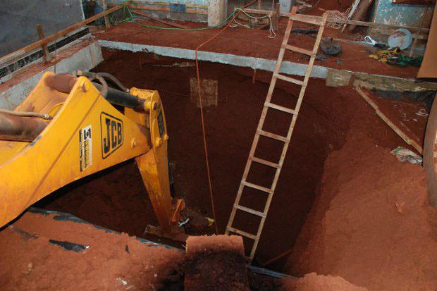Retroescavadeira trabalhava em poço quando ocorreu acidente - Crédito: Foto: Ribero Júnior/Fátima News
