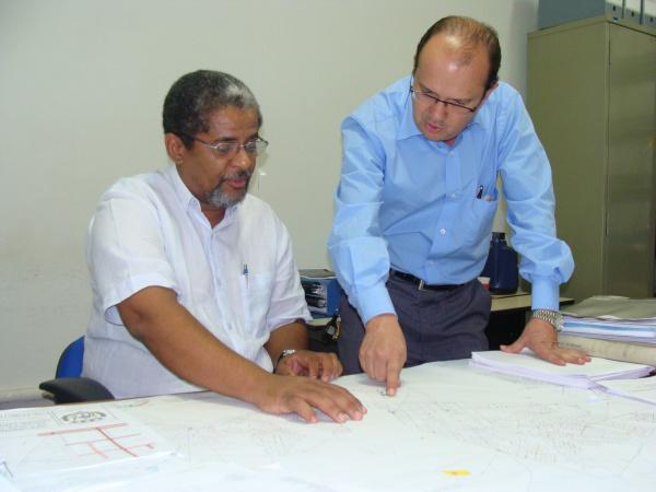José Carlos Barbosa orienta equipe sobre os projetos do PAC 2 que vão atender municípios - Crédito: Foto: Divulgação