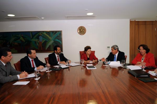 Dilma durante audiência com André e outros governadores do Centro-Oeste - Crédito: Foto: Wilson dias – Abr