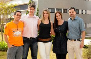 Equipe vencedora, da esquerda para a direita, com Rafael Sales, Rafael Kamineko, Fernanda da Costa, Rafaela Costa e Thiago Ribeiro  - Crédito: Foto: Divulgação/Microsoft