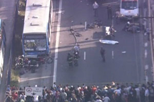 Acidente na Avenida cupecê deixou três mortos  - Crédito: Foto: Reprodução/TV Globo