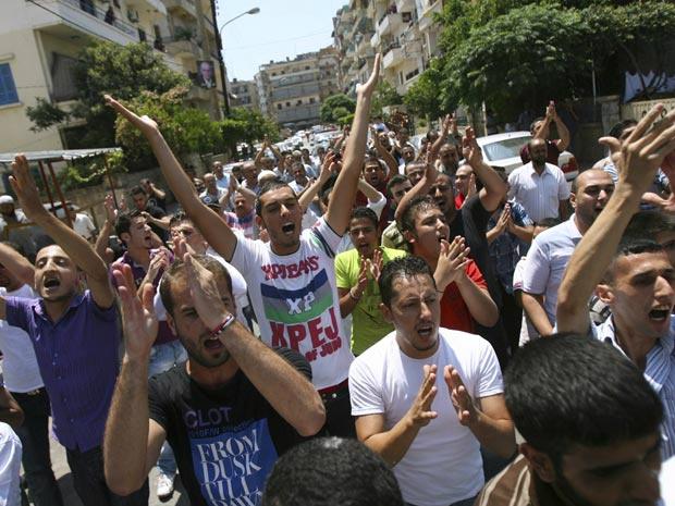 Libaneses e sírios que vivem no Líbano fazem protesto nesta sexta - Crédito: Foto: Omar Ibrahim/Reuters