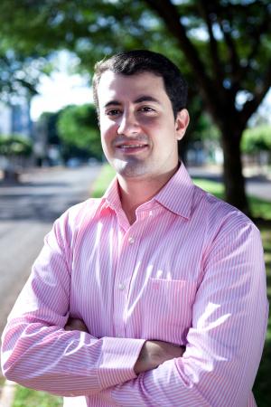 Carlos Eduardo Medici Lemos, especialista em Implantodontia. Enxertos ósseos - Crédito: Foto: Divulgação