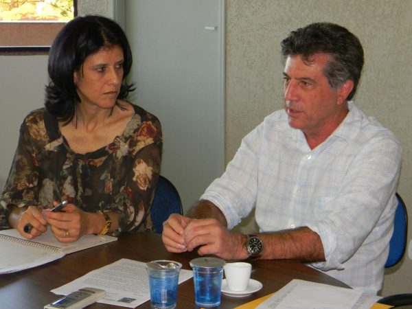 Coordenadora do Cidade Educadora, vice-prefeita Dinaci Ranzi,  e o prefeito Murilo Zauith - Crédito: Foto: Assecom
