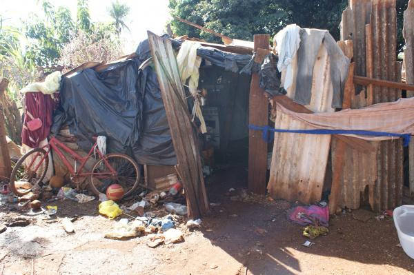 Promotoria defende que moradores em área de risco devem ser levados para programas de habitação Foto: Hédio Fazan  -