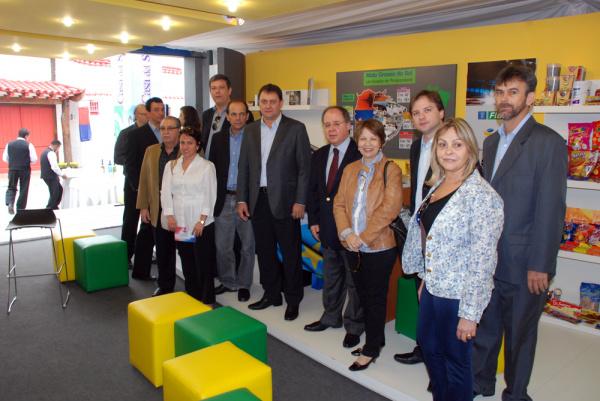 Comitiva de MS no estande do Sistema Indústria montado na Expo Paraguai - Crédito: Foto: Divulgação