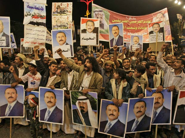 Apoiadores do presidente iemenita Ali Abdullah Saleh fazem ato de apoio a ele em Sanaa, nesta segunda - Crédito: Foto: Hani Mohammed / AP