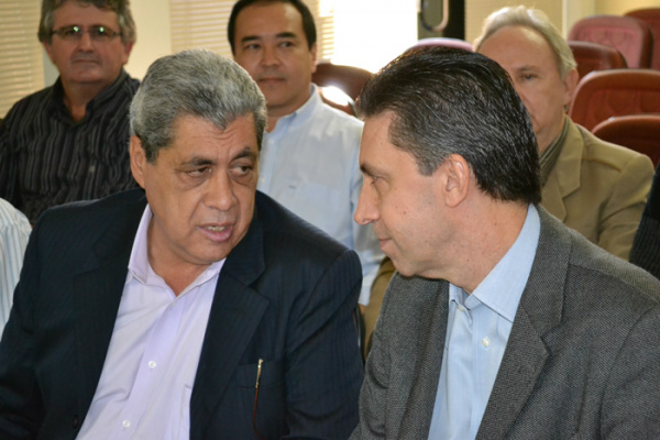 André Puccinelli e Esacheu Nascimento, presidente regional do PMDB - Crédito: Foto: Divulgação