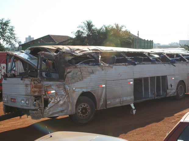 Ônibus que transportava os trabalhadores rurais - Crédito: Foto: Grasiano Souza/AE