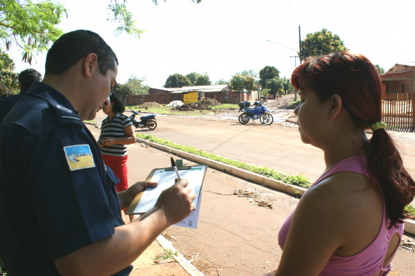 Moradores de área invadida foram notificadas ontem pela Guarda Municipal - Crédito: Foto: Hedio Fazan/PROGRESSO