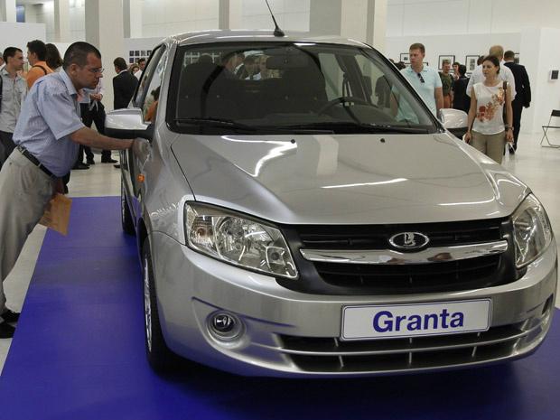Lada Granta foi apresentado ao público durante comemorações dos 45 anos do grupo AutoVAZ - Crédito: Foto: Ivan Sekretarev/AP