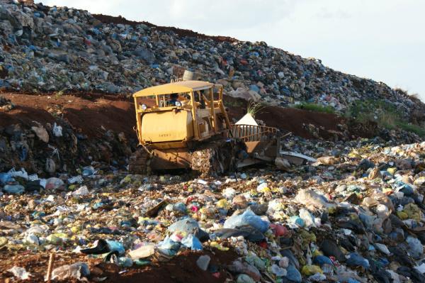 Aterro sanitário recebe os alimentos impróprios para consumo - Crédito: Foto : Hédio Fazan/PROGRESSO
