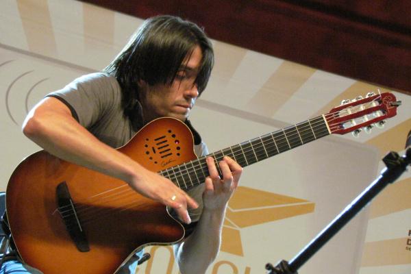 Marcelo Loureiro e seu violão no show que homenageou aniversário de MS -  Crédito  Foto ae3d7d5b7031b