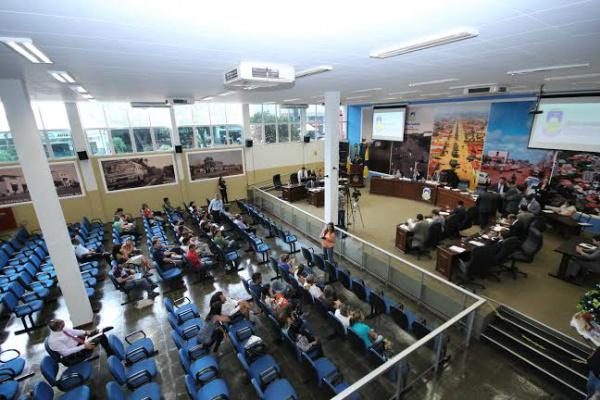 Câmara de Dourados retirou da pauta PCC da Educação. - Crédito: Foto: Thiago Morais