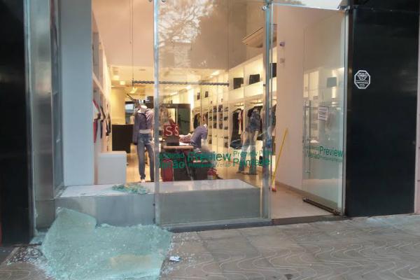 c1b9edb31 Loja no centro da cidade foi atingida pela ação dos vândalos. - Crédito   Foto