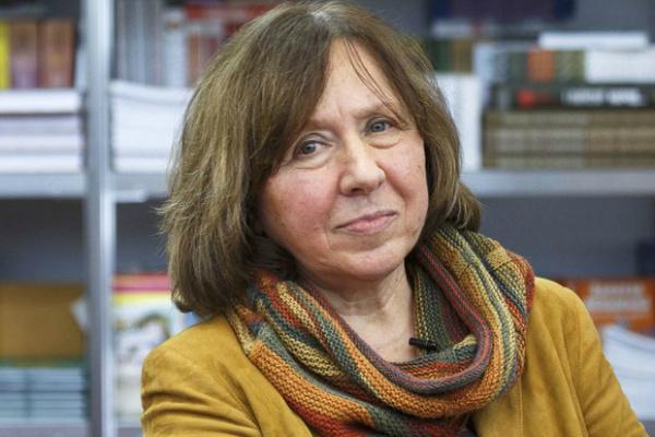 Escritora de Belarus foi vencedora do Nobel de Literatura 2015. Ela é a 14ª mulher a vencer o prêmio. - Crédito: Foto: Divulgação