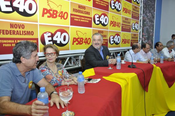 Prefeito Murilo, deputada federal Tereza Cristina, vice-governador Márcio França, e deputado Barbosinha no encontro do PSB. - Crédito: Foto: Hedio Fazan
