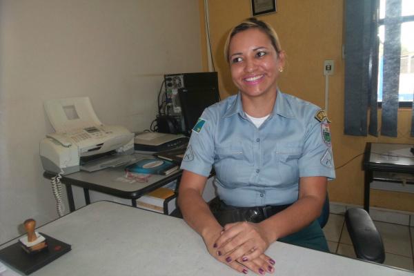 Cabo Gleice ministra palestras sobre violência contra a mulher. - Crédito: Foto: Cido Costa