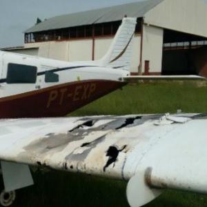 Avião perseguido pela FAB tem marcas de tiros de calibre ponto 50. - Crédito: Foto: Portal Guaira