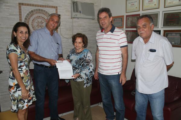 Diretoria do Sindicato Rural entregou carta de apoio à diretora-presidente Adiles Torres. - Crédito: Foto: Homero Torres