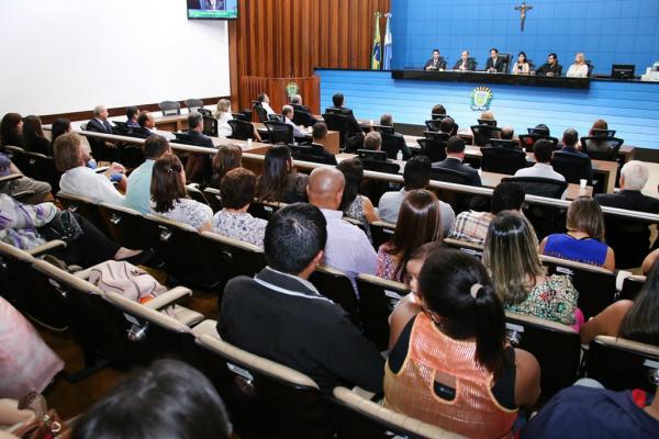 Objetivo da solenidade foi parabenizar os profissionais do comércio que trabalham em prol da sociedade, fomentando a economia. - Crédito: Foto: Divulgação