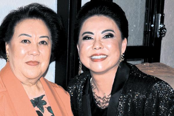 Maisa e Uemura e sua mãe Helena Uemura que troca de idade nesta sexta-feira  cercada de amigos e familiares. -