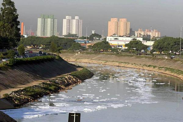 Lentidão para criar novos sistemas de abastecimento cobra seu preço em um momento de consumo crescente de água. - Crédito: Foto: Divulgação