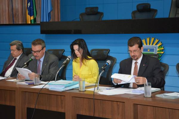 Mara Caseiro durante reunião da CPI, ao lado de Pedro Kemp, Paulo Correa e Onevan de Matos - Crédito: Foto:  Roberto Higa