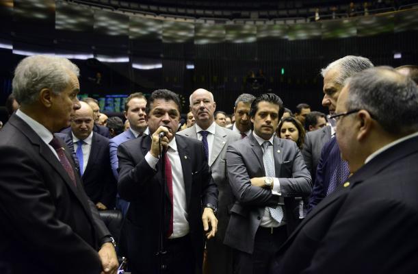 Plenário debate repatriação de valores não declarados. Deputados temem entrada de dinheiro ilícito. - Crédito: Foto: Gustavo Lima, Câmara dos Deputados