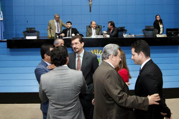 Deputados na sessão em que foi aprovado o projeto que aumenta alíquota de ICMS para supérfluos. - Crédito: Fotos: Victor Chileno