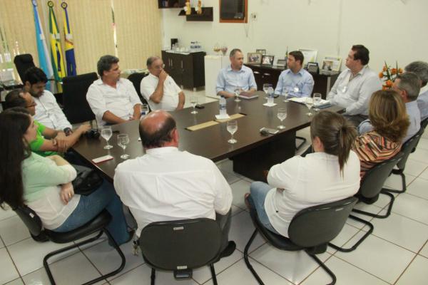 Reunião entre diversos setores da sociedade discute melhorias para o comércio de Ivinhema. - Crédito: Foto: Paulo César