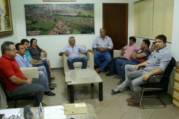 Prefeito durante reunião com os vereadores: harmonia entre os poderes Executivo e Legislativo. - Crédito: Foto: Dilermano Alves