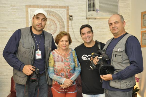 Diretora-presidente do O PROGRESSO, Adiles Torres, com equipe do Meu Mato Grosso do Sul. - Crédito: Foto: Hedio Fazan