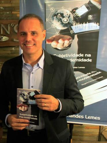 """""""Subjetividade na Pós-modernidade"""", do escritor Rogério Fernandes Lemes vendeu mais de 550 exemplares antecipadamente. - Crédito: Foto: Divulgação"""