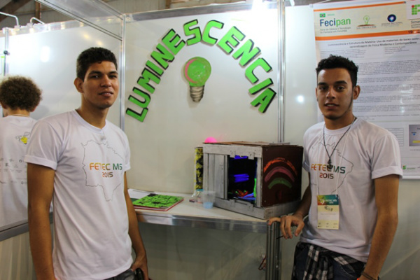 Estudantes do curso técnico em Informática de Coxim, Igor e Alércio querem facilitar o aprendizado sobre tópicos da física. - Crédito: Foto: Divulgação