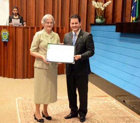 Irmã Maria Aparecida Betoni recebe comenda na Capital. - Crédito: Foto: Divulgação