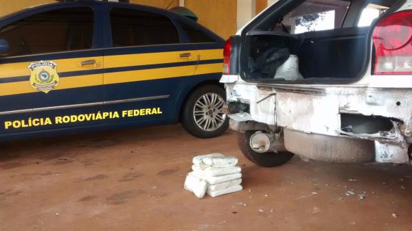 Polícia encontrou 11 tabletes de cocaína que totalizaram 11 quilos. - Crédito: Foto: Divulgação