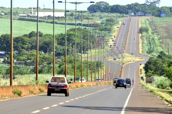 Indígenas da Bororó e Jaguapiru vão bloquear hoje a rodovia que liga Dourados a Itaporã. - Crédito: Foto: Hedio Fazan