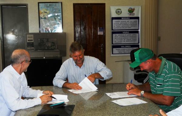 Contrato é de cooperação para desenvolver a piscicultura no município de Laguna Carapã. - Crédito: Foto: Assessoria