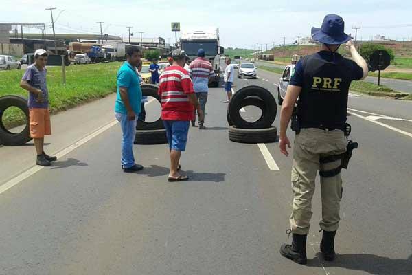 Governo de Dilma Rousseff aumenta multas e sanções para quem obstruir rodovia. - Crédito: Foto: Divulgação/PRF