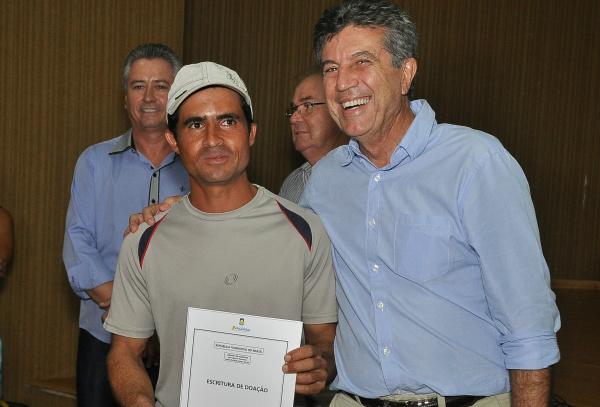 Com nova lei de isenção de ITCD, Murilo continua o trabalho que já beneficiou diversos moradores. - Crédito: Foto: Divulgação
