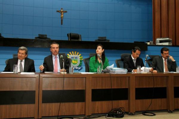 Deputados Onevan, Correa, Mara, Maruinhos e Kemp durante reunião da CPI. - Crédito: Foto: Divulgação