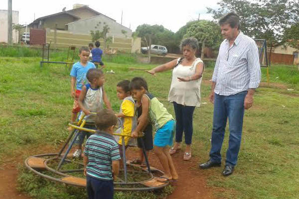 Silas fez visita a Associação de Moradores do Jardim Guaicurus. - Crédito: Foto: Divulgação