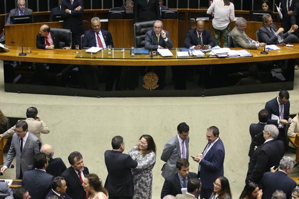 Deputados poderão votar MP que permite quitação de débitos vencidos até 30 de junho de 2015. - Crédito: Foto: Thyago Marcel/Câmara dos Deputados