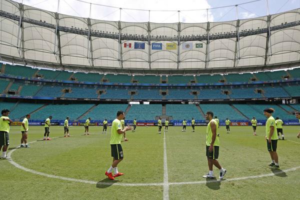 Treino da seleção brasileira no palco do jogo de hoje em Salvador pela quarta rodada das Eliminatórias. - Crédito: Foto: CBF